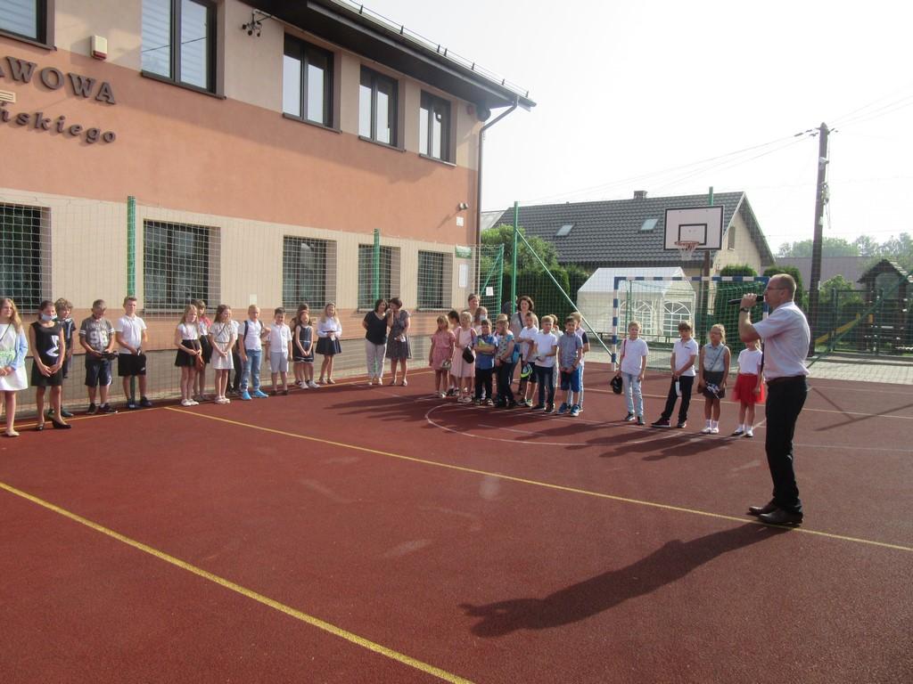 Uroczyste zakończenie roku szkolnego 2020/2021 w Szkole Podstawowej